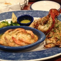 Photo taken at Red Lobster by Yu on 9/1/2012