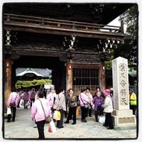 Photo taken at 柴又帝釈天 (経栄山題経寺) by あにぃ on 4/17/2012