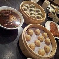 Photo taken at Din Tai Fung 鼎泰豐 by Dangar N. on 2/23/2012