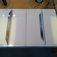 Photo taken at Apple Store, Sagemore by Lynette Y. on 5/12/2012