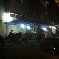 Photo taken at Black & White Burger by Cherly D. on 1/16/2012
