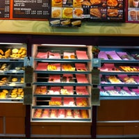 Photo taken at Dunkin Donuts by Min Hee J. on 10/4/2011