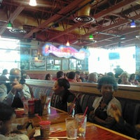 Photo taken at Red Robin Gourmet Burgers by Gene W. on 8/5/2012