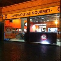 Photo taken at Hamburguesas Gourmet 1834 by Sil D. on 3/11/2011
