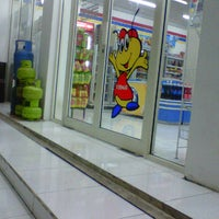 Photo taken at Indomaret by Cepe Itoe Oedie on 1/1/2012