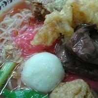 Photo taken at ร้านต้นเย็นตาโฟกุ้งทอด by Pongpang K. on 1/19/2012