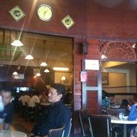 Photo taken at Santai Restaurant (TTDI) by Azmir Z. on 3/22/2011