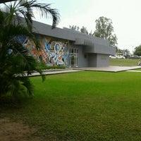 Photo taken at Facultad de Arquitectura Diseño y Urbanismo by Daniie G. on 9/5/2012