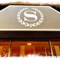 Photo taken at Sheraton Ottawa Hotel by Jiju T. on 5/15/2012
