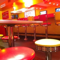 Photo taken at Lucky's Famous Burgers by DezVFX G. on 8/8/2011