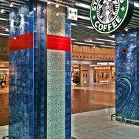 Photo taken at Starbucks Coffee 京都Porta店 by Nueng M. on 3/30/2012