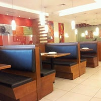 Photo taken at Pizza Hut by Roberto A. on 1/16/2012