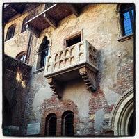 Photo taken at Casa di Giulietta by Sotiris Y. on 2/24/2012