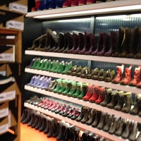 Photo taken at Schoenen Verduyn by Hannes_bhc on 12/29/2011