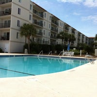 Photo taken at Beach Club Hotel Saint Simons Island by Clark W. on 3/12/2012