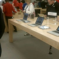 Photo taken at Apple Oxmoor by Susie B. on 11/25/2011