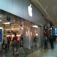 Photo taken at Apple Store, The Oaks by Austin E. on 12/18/2011