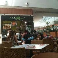 Photo taken at Jin Jin Wok Gastronomia Asiática by Carlos Santana on 10/23/2011