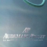 Photo prise au Audemars Piguet Boutique par AlSharif Adel le3/7/2012
