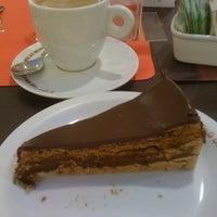 Photo taken at O Melhor Bolo de Chocolate do Mundo by Lais G. on 3/18/2012