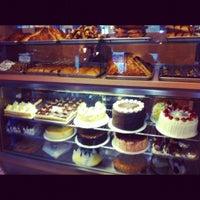 Photo taken at Landmark Diner by Ebyspice💃👸👄 C. on 1/16/2012
