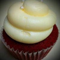 Photo taken at Frost Cupcake Factory by Gizelle A. on 8/16/2012