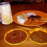 Photo taken at Restoran Siang Malam Roy by Alil K. on 3/30/2012