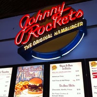 Photo taken at Johnny Rockets by Jorge D. on 8/13/2011