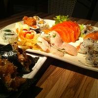 Foto tirada no(a) Hashi Sushi Bar por Guilherme L. em 7/14/2012