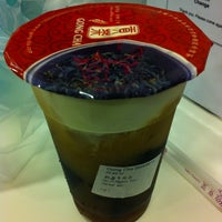 Photo taken at Gong Cha 贡茶 by Rufina L. on 7/13/2012