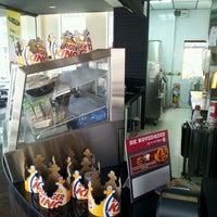 Photo taken at Burger King by Mario C. on 1/17/2012