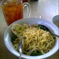 Photo taken at Warung Nasi Padang NuSantara by Wita Angrianti F. on 11/14/2011
