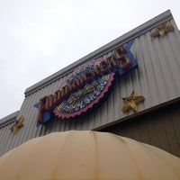 Photo taken at Fuddruckers by Marcelo F. on 7/17/2012