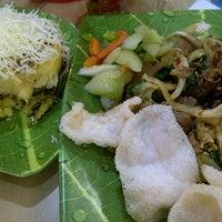 Photo taken at Bakso Jawir Daan Mogot Mall by Mey M. on 1/14/2012