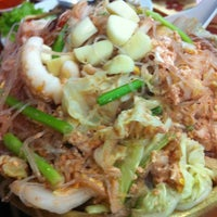 Photo taken at Chandrphen Restaurant by Chatsuda V. on 8/19/2012