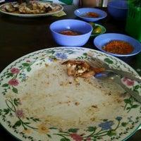 Photo taken at Restoran Balikpapan Seafood by alaQ D. on 1/30/2012
