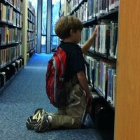 5/26/2012에 Natalie님이 Orange County Library - Orlando Public Library에서 찍은 사진