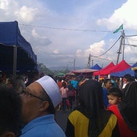 Photo taken at Bazaar Ramadhan Taman Sri Nanding by Helmi P. on 7/22/2012