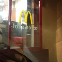 Photo taken at McDonald's by Yuttaya Ittoya Y. on 3/17/2012