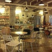 Photo taken at CAFÉ AMOKKA by Hyewon C. on 5/21/2012