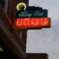 Photo taken at Alley Cat Pizzeria by Garry P. on 6/2/2012