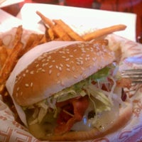 Photo taken at Red Robin Gourmet Burgers by luna l. on 4/28/2012