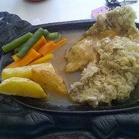 Photo taken at Waroeng Steak & Shake by adynda N. on 9/11/2012