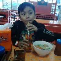 Photo taken at Mie Baso Aladin by Wiwin S. on 9/12/2012
