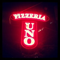 Photo taken at Uno Pizzeria & Grill - Chicago by Alan Z. on 6/29/2012