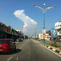 Photo taken at Pekan Banting by Halip H. on 5/19/2012