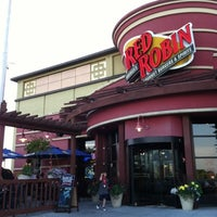 Photo taken at Red Robin Gourmet Burgers by David W. on 7/30/2012