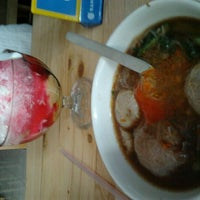 Photo taken at Bakso Jawir by Iskandar S. on 4/26/2012