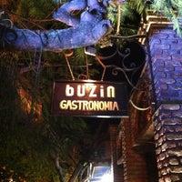 Photo taken at Buzin Búzios by Ana Cristina Mokdeci®  on 7/20/2012
