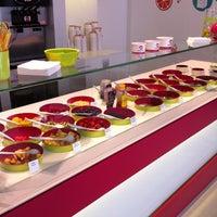 Photo taken at Moochie Frozen Yogurt by Clio on 7/4/2012